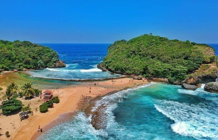 Destinasi Wisata Pantai Yang Mendominasi Di Malang Selatan